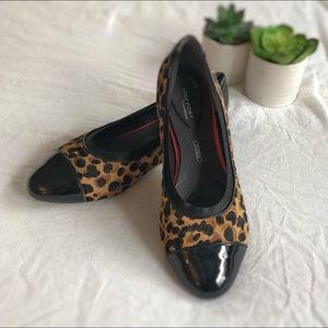 Rockport total motion cheetah leather flats sz 6